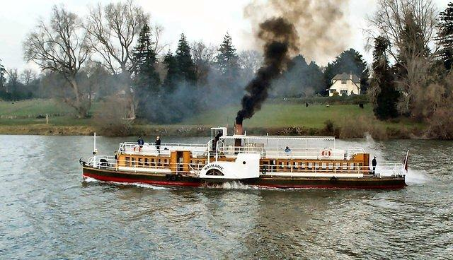 Waimarie paddle steamer on the Whanganui River